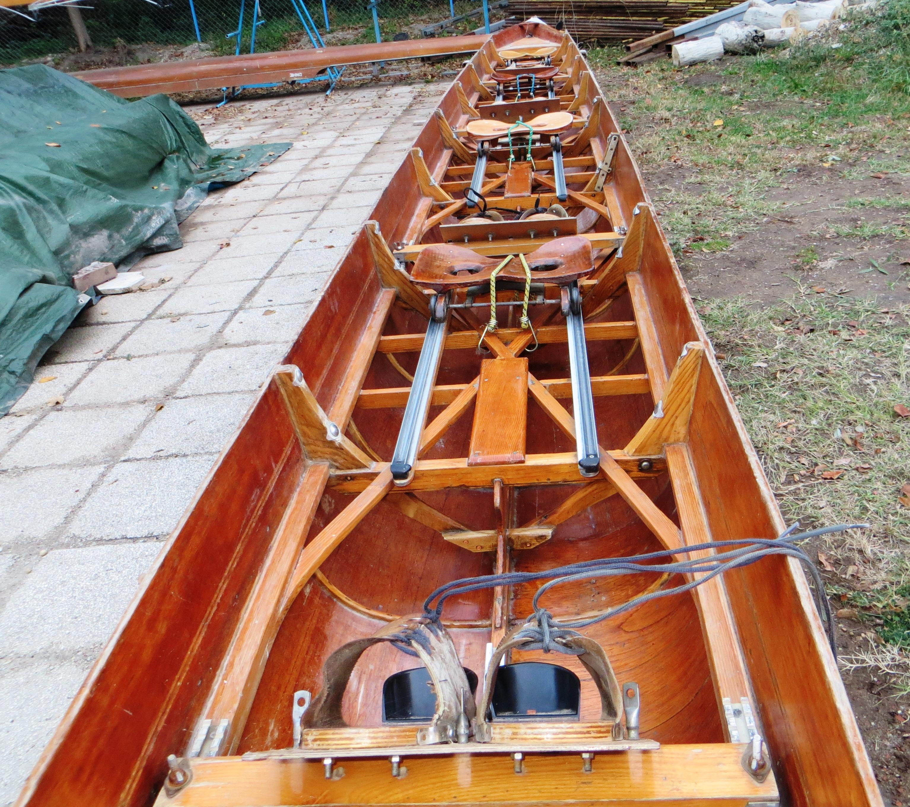fa négypárevezős hajó